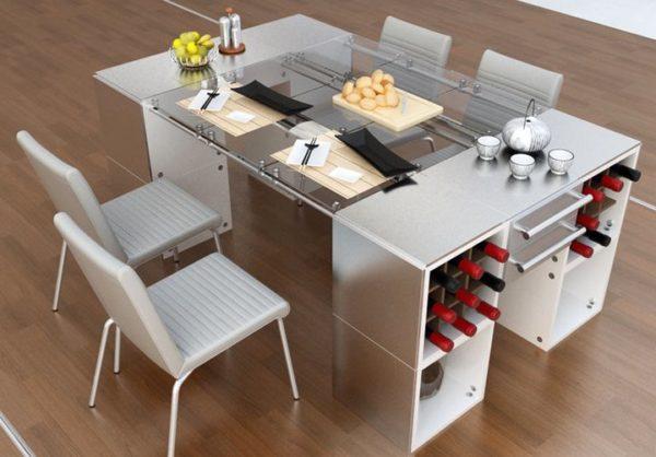 Для большой семьи стоит предусмотреть полноценный стол на кухне