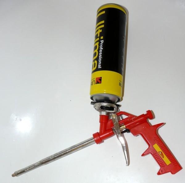 Для герметизации используется полиуретановая пена