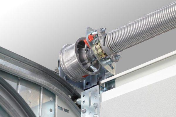 Для ручного подъема секционных ворот и рольставен используются пружинно-инерционные системы