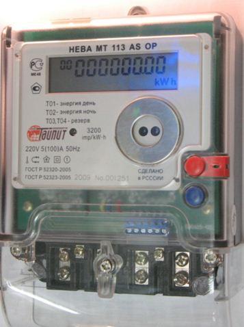 Двухтарифный счетчик раздельно учитывает дневное и ночное энергопотребление.
