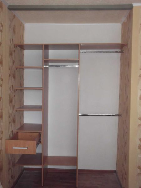 Единственным реальным недостатком данного вида мебели является ее привязанность к конкретному месту.