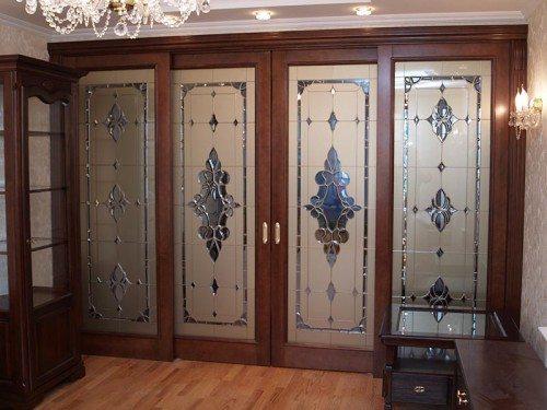 Эксклюзивный шкаф с классическим дизайном.