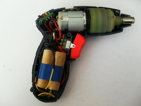 Емкость аккумулятора ограничена количеством банок, помещающихся в рукоятке