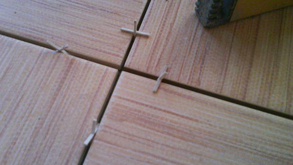 Если глубина луча крестика меньше ширины, то его получится поставить вертикально там, где он не помещается горизонтально