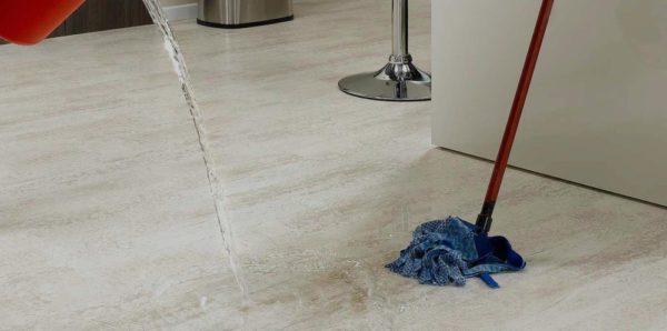 Если нужно интенсивно мыть полы, то вариант с пластиковым покрытием подходит идеально!