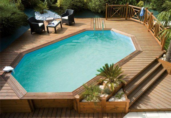 Если позволяют размеры и планировка участка, на террасе можно разместить даже небольшой открытый бассейн.