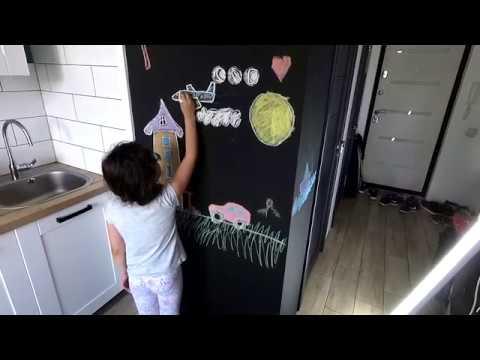 Декор холодильника при помощи меловой пленки