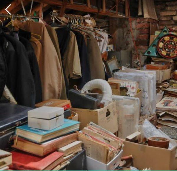 Старые вещи на чердаке