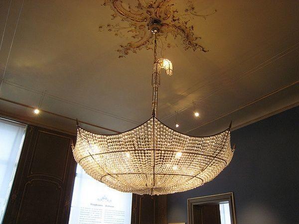Люстра из каркаса зонта - роскошь для интерьера квартиры в викторианском стиле