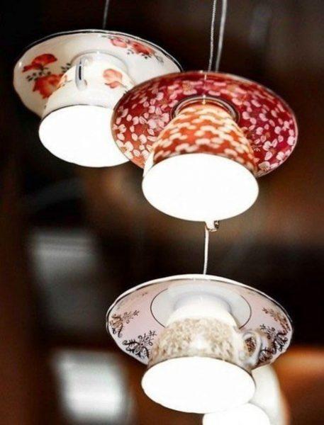 Светильник из чашек и блюдец