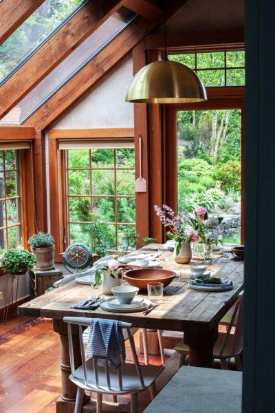 Веранда - это место не только для завтраков, но и обедов, а в теплую погоду и для ужина