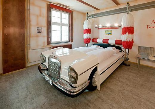 Необычная кровать-машина