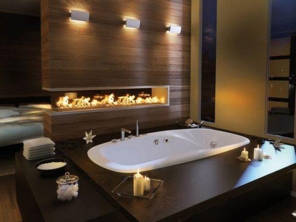 Камин и ванна - это идеальный вечер для размышлений