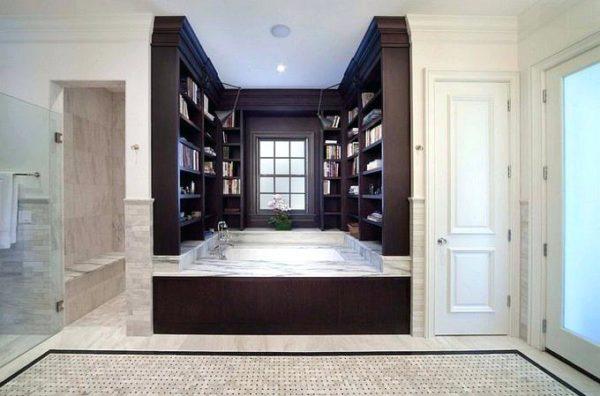 Ванная комната для истинных ценителей книг