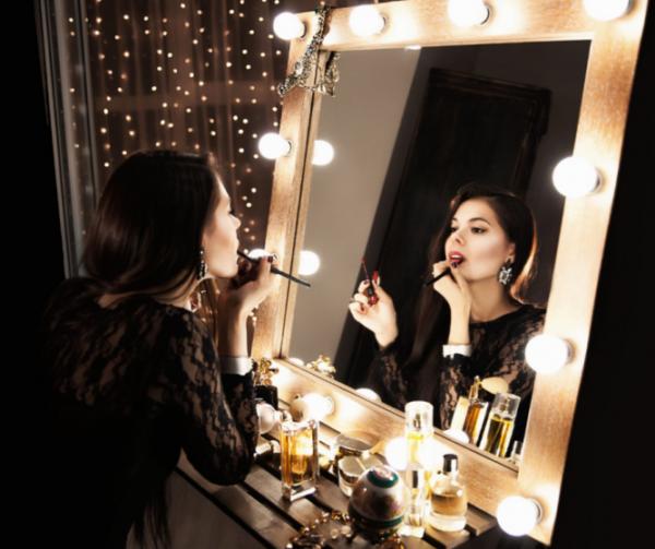 Зеркало - это отражение частички души человека