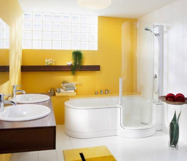 Ванная комната в желтом цвете