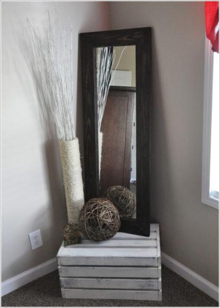 Зеркало в углу комнаты
