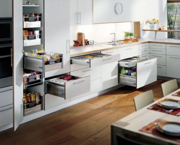 Выдвижные ящики на угловой кухне