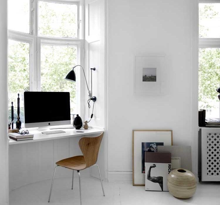 Стол-подоконник как рабочее место