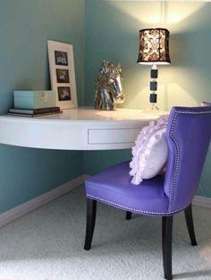 Уютный столик для творчества или работы