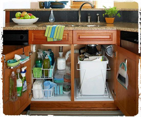 Хранение вещей под кухонной раковиной