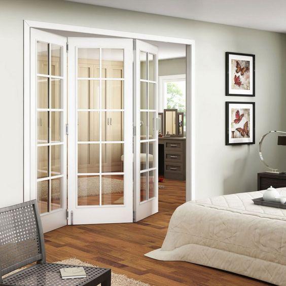 Интересное решение оформления межкомнатной двери в спальне