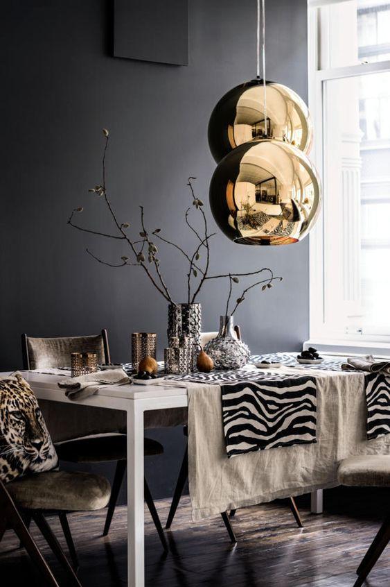Медный светильник в интерьере столовой комнаты