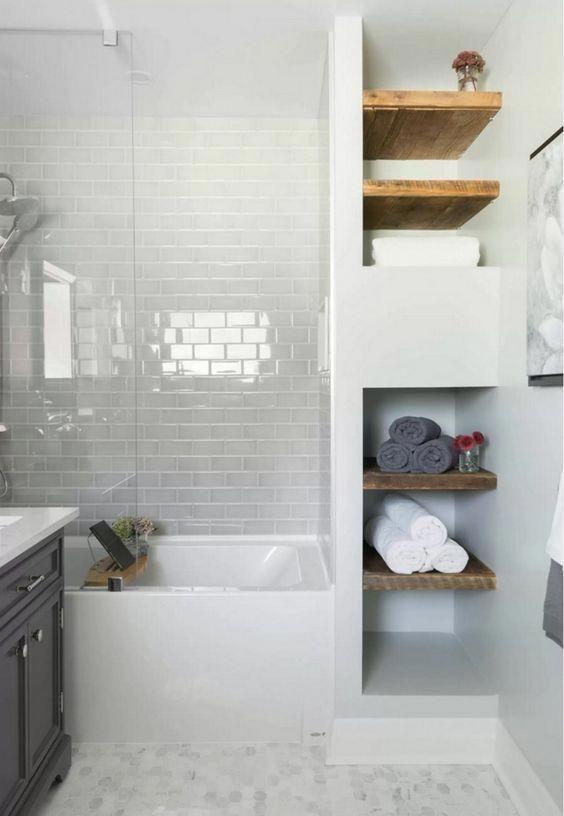 Встроенная система хранения в ванной комнате