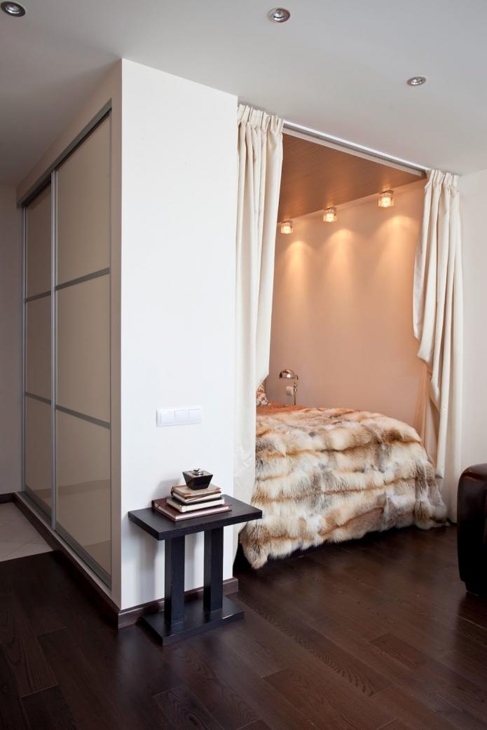 Ещё один пример оформления крошечной спальни