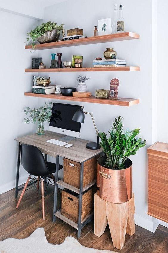 Стол - это главный элемент в кабинете