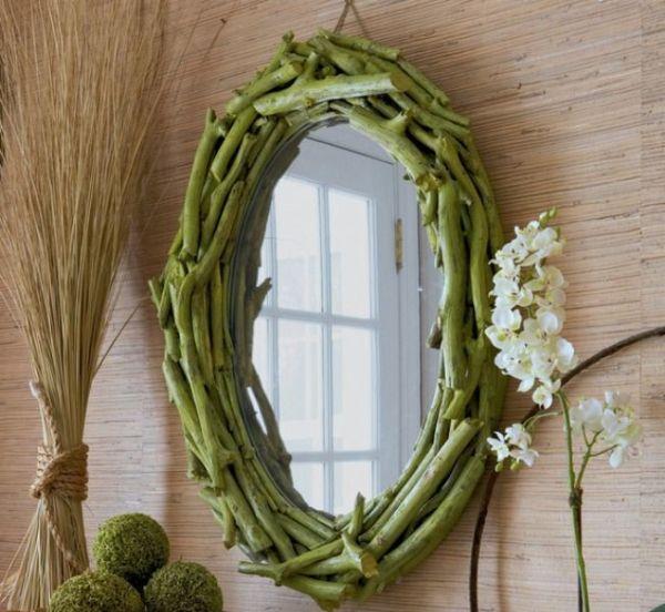 Необычное оформление зеркала из крупных веток