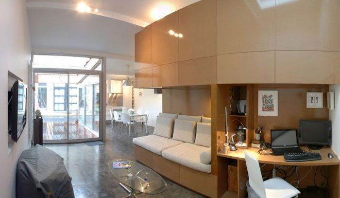 Гостиная, кухня и рабочее место в интерьере небольшого гаража