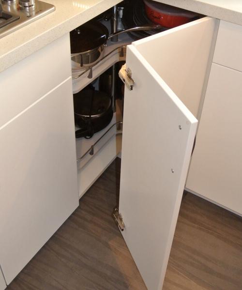 Складная дверцы для углового кухонного гарнитура