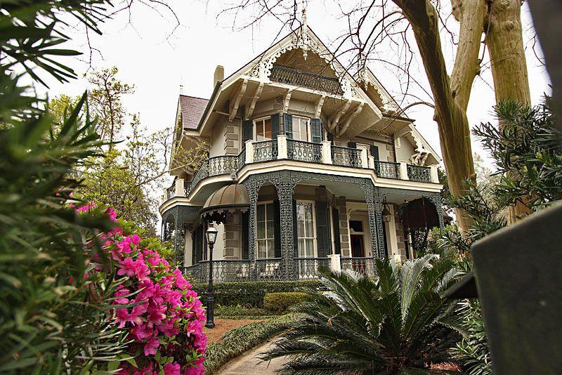 Викторианский дом Сандры Буллок, отличительная особенность которого - это красивый, надежный и статусный дизайн не только внутреннего убранства, но и фасада особняка