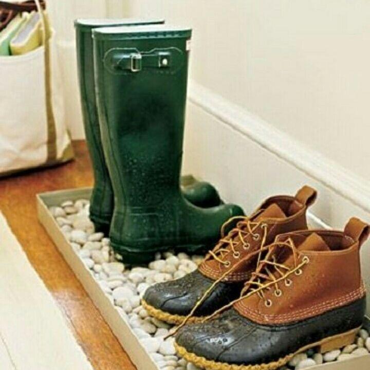 Оригинальная подставка под грязную обувь