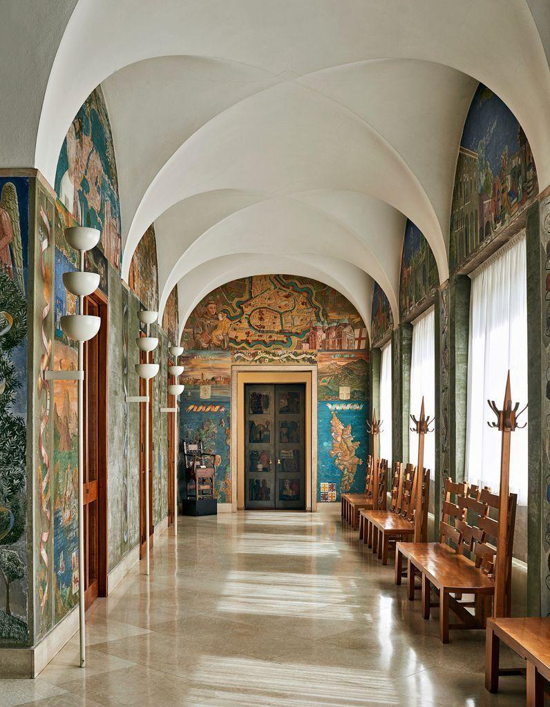 Холл, украшенный по дизайн-проекту Джо Понти