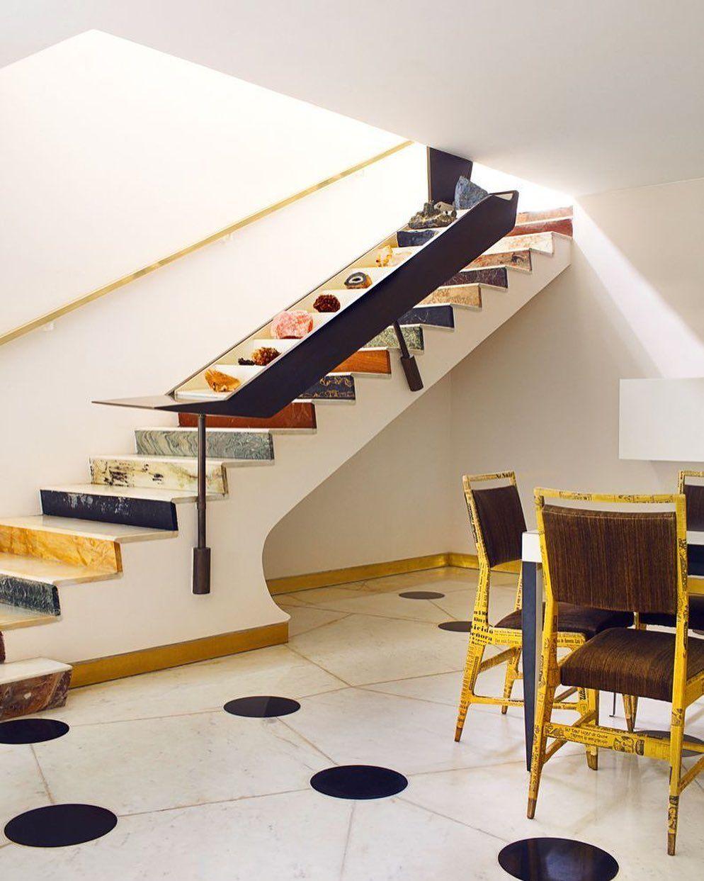 Лестница из цветного мрамора, выполненная в технике пэчворк