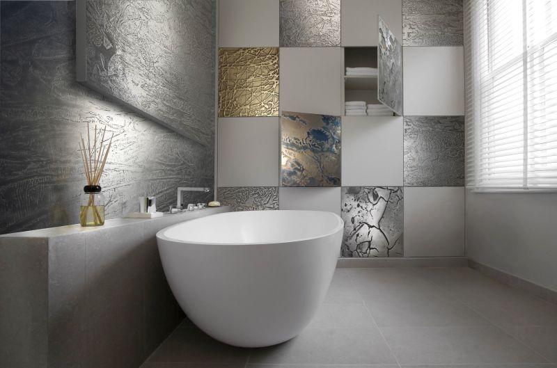 Жидкий металл в интерьере ванной комнаты