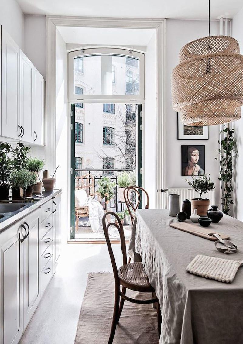 Интерьер кухни парижской квартиры