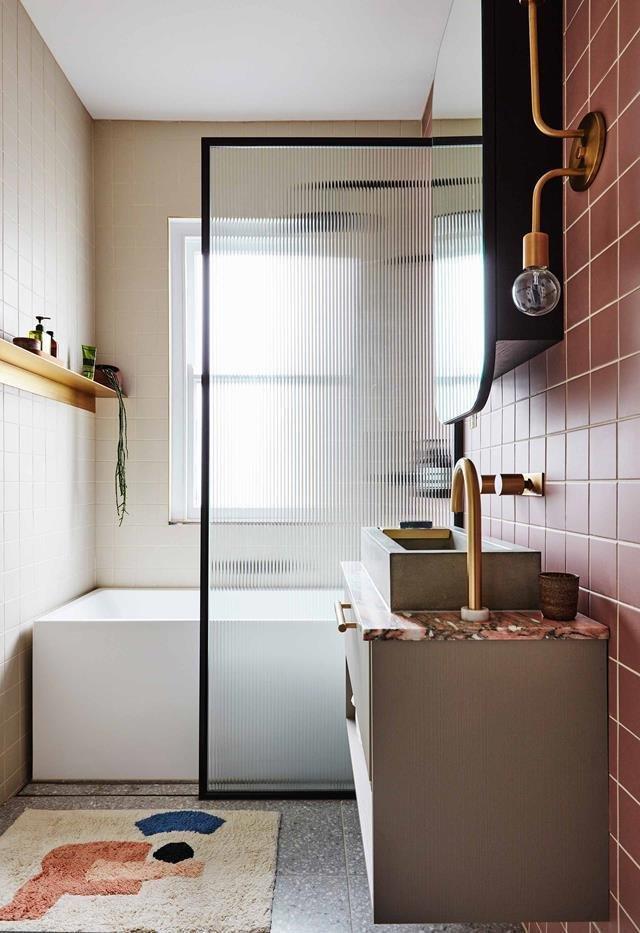 Лососевый интерьер ванной комнаты