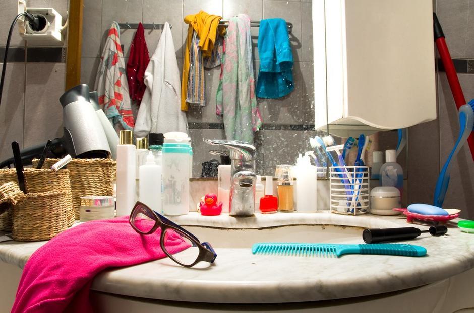Неряшливый вид ванной комнаты