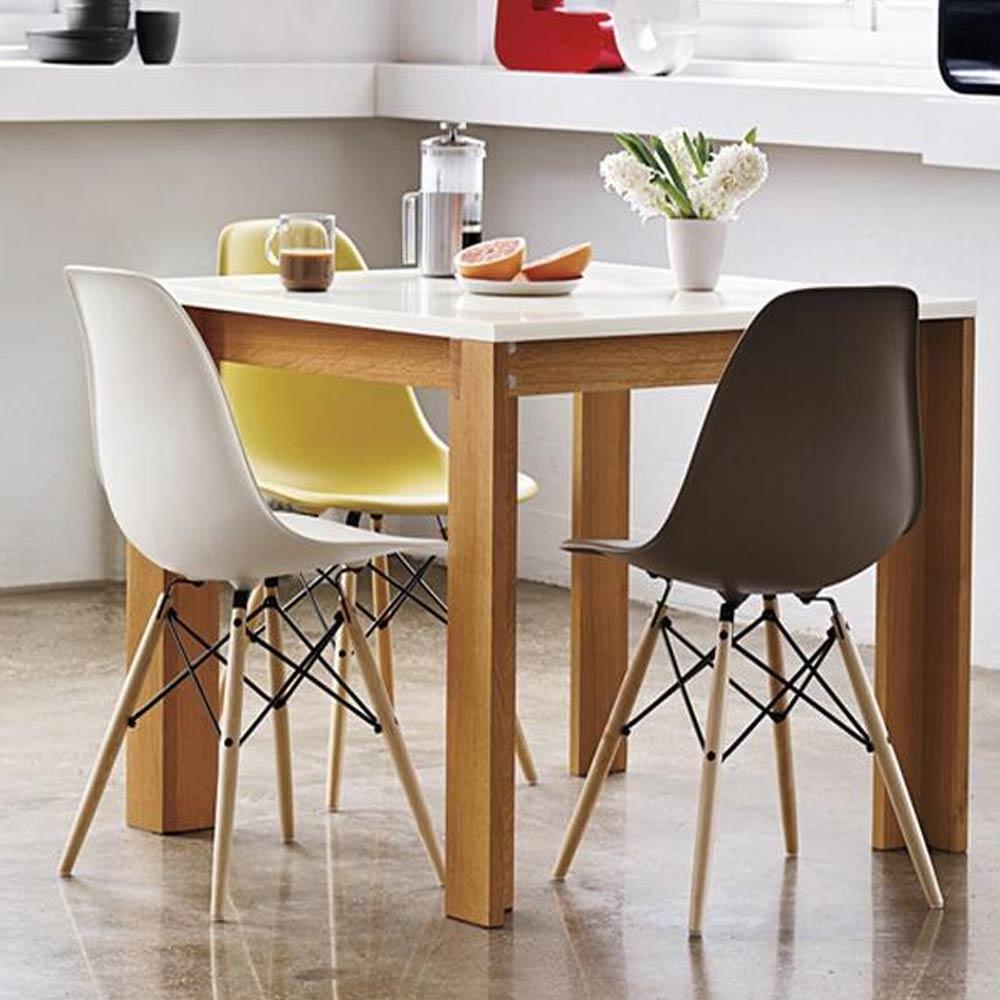 Стул Eames DSW в интерьере кухни