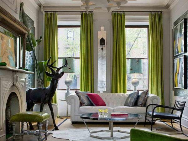 Тяжелые шторы - не самый лучший вариант для маленьких квартир