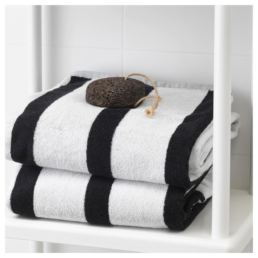 Банное полотенце в интерьере стильной ванной комнаты