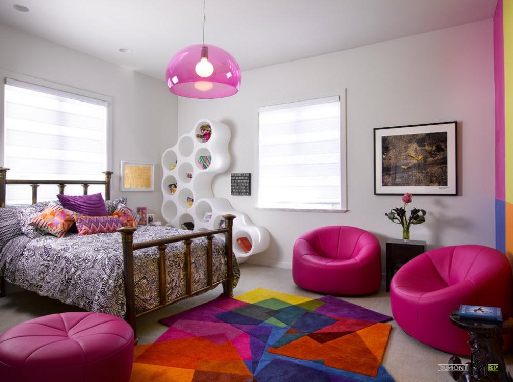 Яркий интерьер подростковой спальни