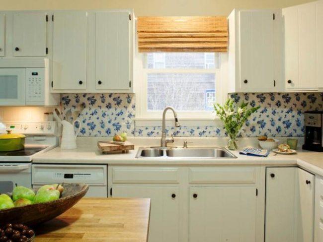 Скатерть в качестве украшения кухонного фартука