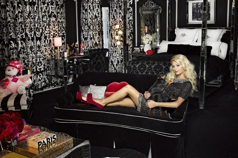 Пэрис Хилтон в своей спальне