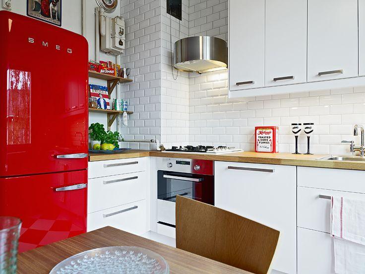 Красный холодильник - это отличное решение для кухни