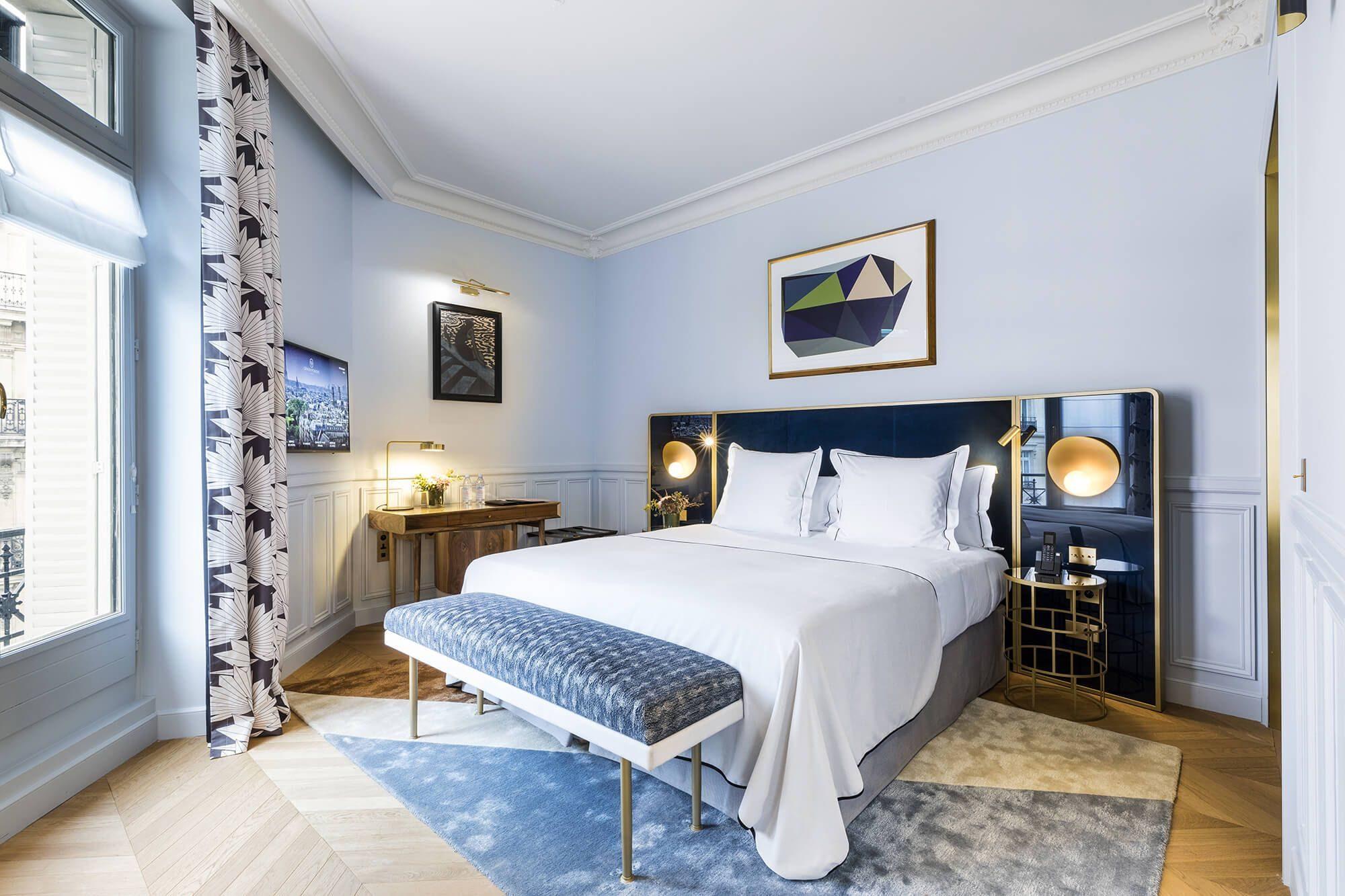 Истинный французский колорит в оформлении спальни