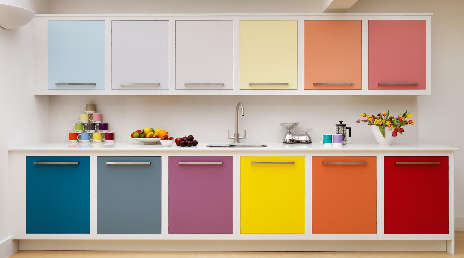Цветной кухонный гарнитур - это сплошной антитренд